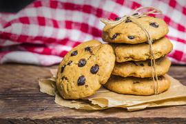 czekoladowe-ciasteczka-na-białym-tle_1205-525.jpeg