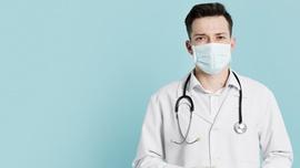 widok-z-przodu-lekarza-ze-stetoskopem-i-maski-medyczne_23-2148445081.jpeg